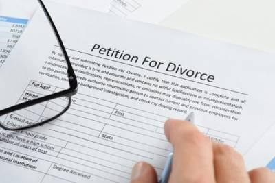Does It Matter Which Spouse Files for Divorce in Illinois?